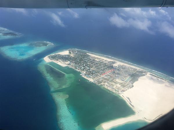 モルディブへ向かう飛行機内から